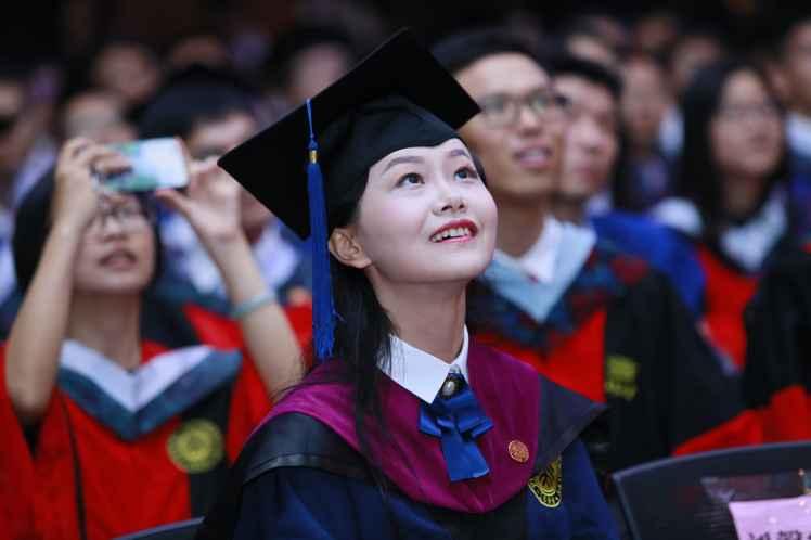graduate_girl-min