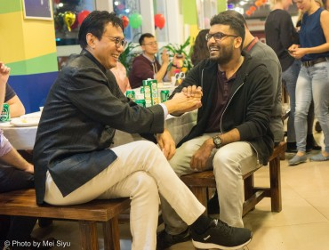 Professor Huang (left) and Mahesh Reddy (right) converse